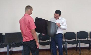 Трем семьям Арцизского района подарили плазменные телевизоры