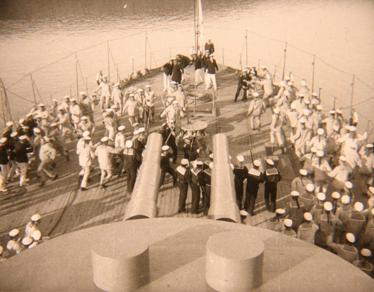 палуба военного корабля