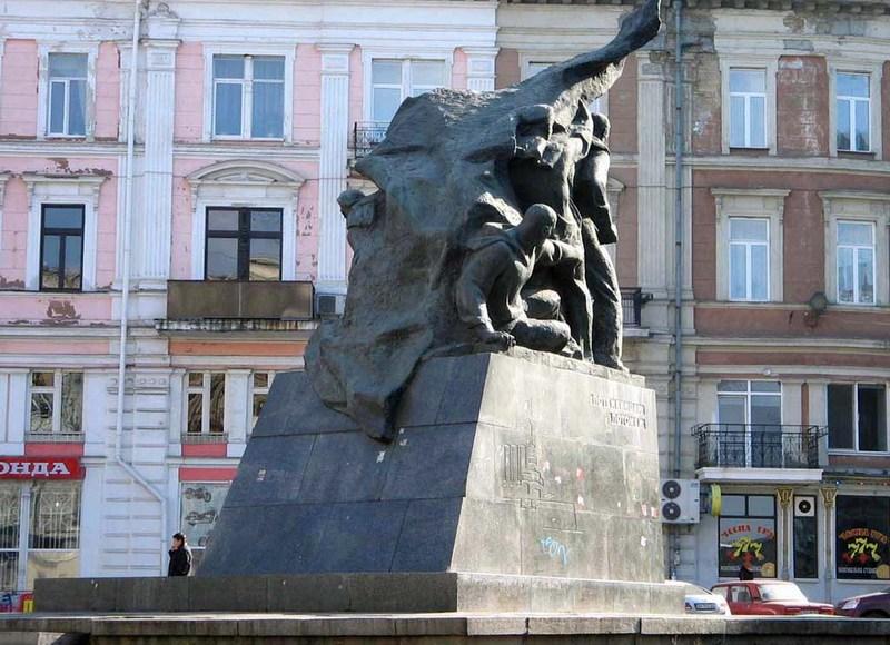 памятник матросам