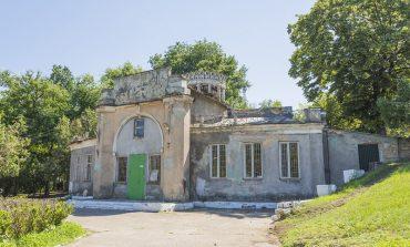 Дюковский парк: спущенный пруд и минимум посетителей (фото)