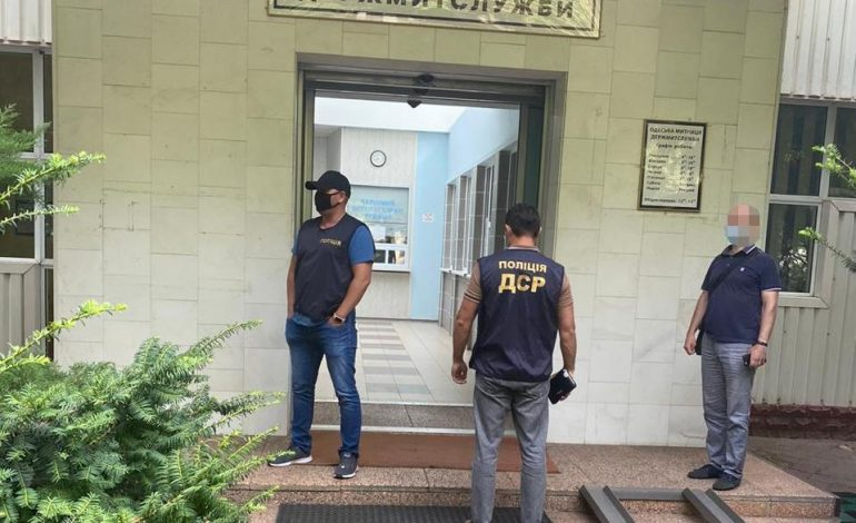 Тысяча долларов за контейнер: в Одессе задержали таможенников на коррупции