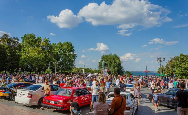 Центр Одессы превратился в музей: раритеты, спорткары и другие японские авто (ФОТО)