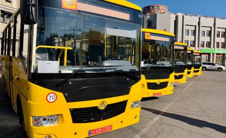 В школы Тарутинского и Белгород-Днестровского районов отправили новые школьные автобусы (фото)