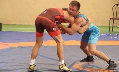 Два десятка борцов из Одесской области участвует в Чемпионате Украины по вольной борьбе