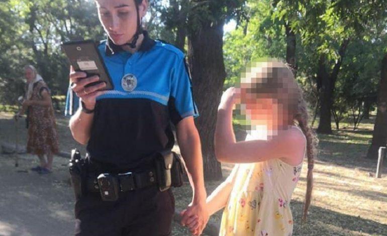 В Одессе велопатрульные вернули родителям потерявшуюся девочку