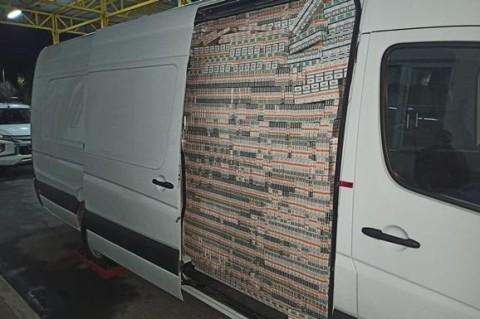 В Закарпатской области задержали контрабандиста с микроавтобусом сигарет