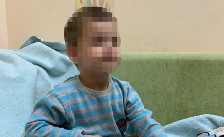 Один дома: в Одессе 3-летнего мальчика оставили без присмотра и еды