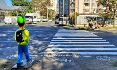 В Одессе установили фигуры школьников возле пешеходных переходов
