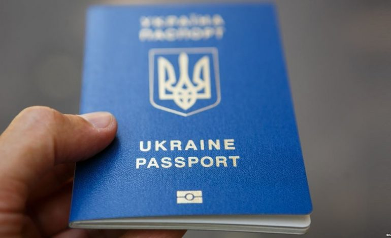 Украинский паспорт попал в 20-ку стран по количеству безвиза