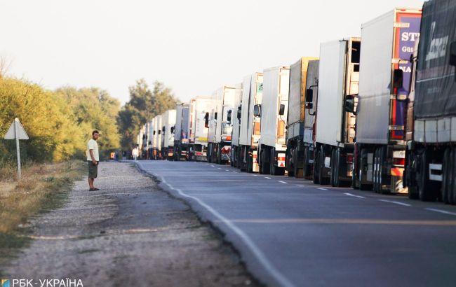 На границе Украины и Венгрии образовалась очередь из сотен авто