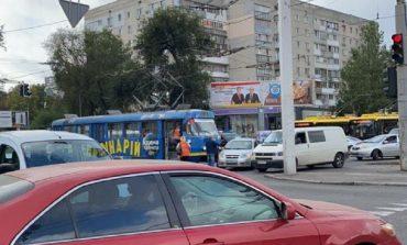 В Одессе трамвай протаранил легковушку