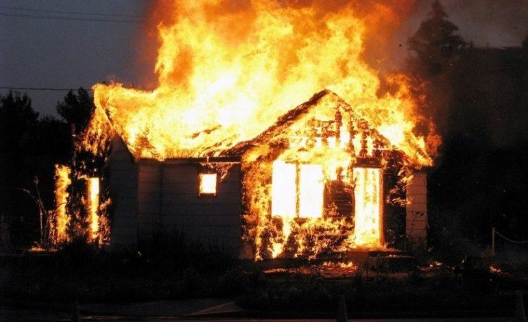 В Теплицкой ОТГ пожар уничтожил крышу жилого дома