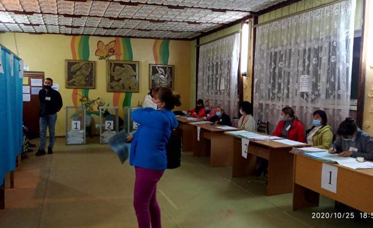 Белгород-Днестровский: рекордно низкая явка избирателей, нарушения и подсчёт голосов