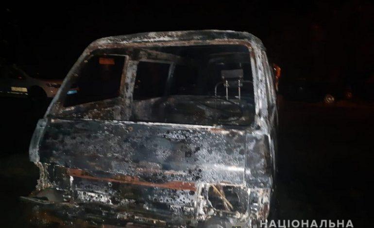 Одесская область: в Маяках за ночь сожгли три авто