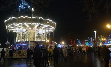 Одесса готовится к Новому году: яркие огни, праздничные елки и минимум дистанции (ФОТО)