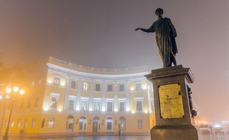 Одессу накрыло густым туманом (фото)