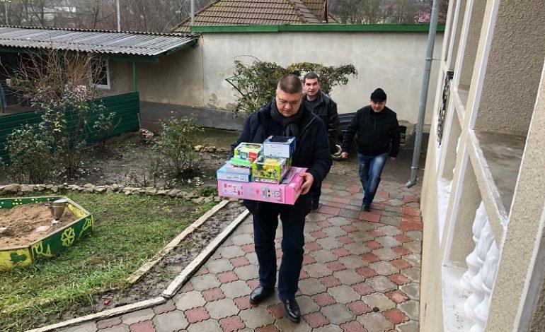 В Тарутино в канун дня Святого Николая детям вручили подарки
