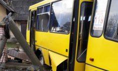 Во Львовской области поезд протаранил автобус