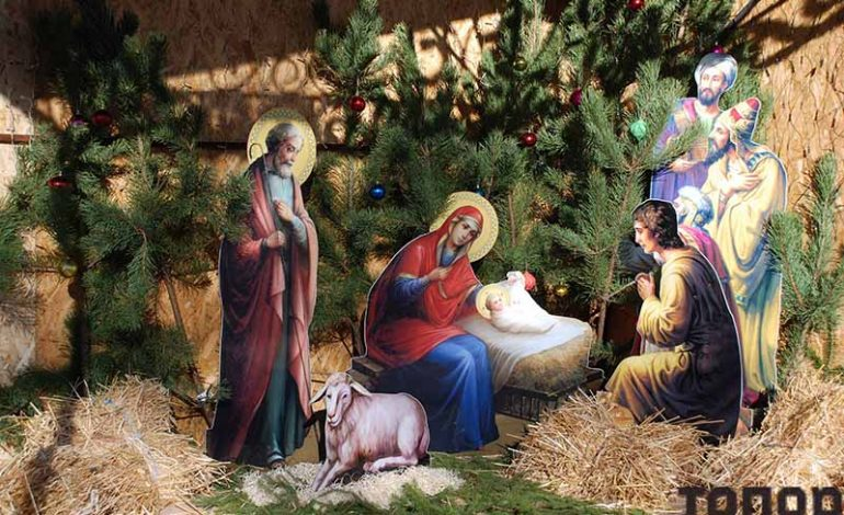 Болградские соборы встречают прихожан рождественскими вертепами (фото)