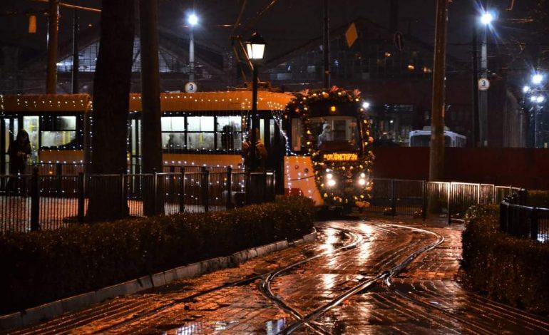 В Одессе рождественский парад трамваев прошел под дождем (фото)