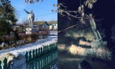 В Одесской области низвергли последний памятник Ленину