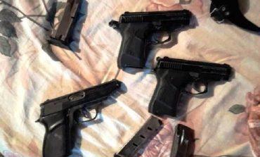 Житель Белгород-Днестровского хранил дома арсенал оружия и выращивал наркотики