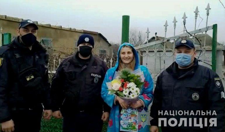 На юге Одесской области полицейские спасли женщину, которая поперхнулась едой