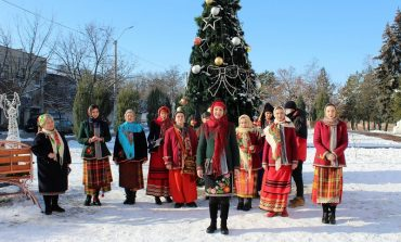 Возле мэрии в Белгороде-Днестровском щедровали (фото)