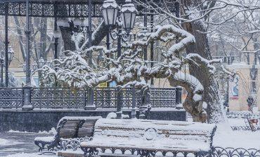 Одессу снова укрыло белым саваном (ФОТО)