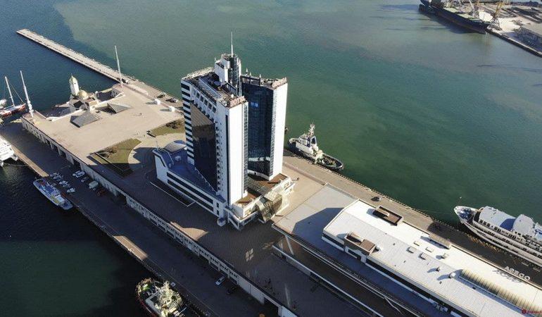 Самую заброшенную гостиницу Одессы наконец перестроят