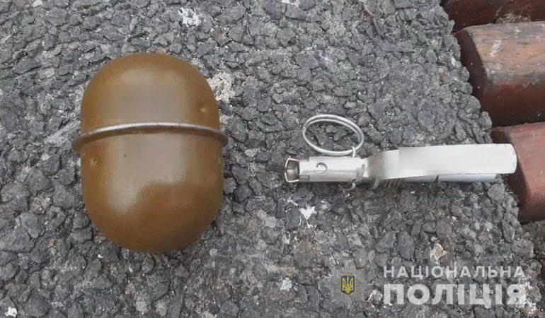 По улицам Одессы разгуливал иностранец с гранатой (фото)