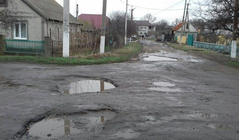 Одна из улиц Арциза становится опасной для транспорта и пешеходов (фотофакт)