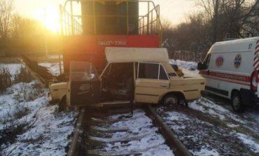 В Виннице поезд столкнулся с легковым авто: есть пострадавшие