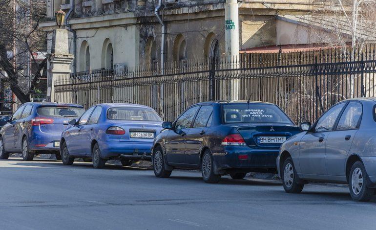 В Одессе Строгановский мост превратили в парковку автомобилей (фотофакт)