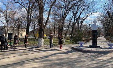В Арцизе возлагали цветы к памятнику и читали стихи Шевченко