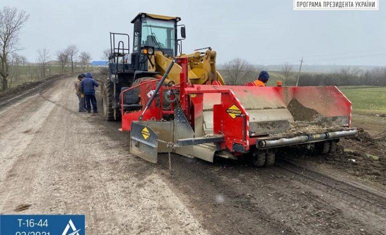 На юге Одесской области ремонтируют одну из важнейших автомагистралей