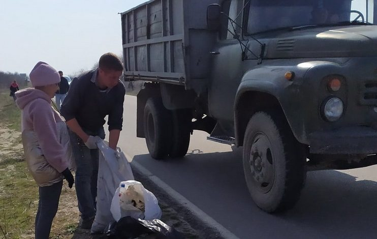 В Вилковской громаде на дорогах насобирали мусора на несколько грузовиков