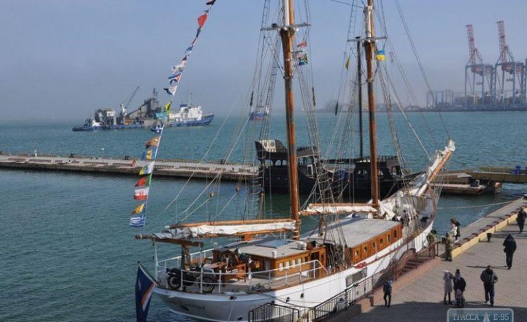 В Одессу прибыла 105-летняя яхта после кругосветного путешествия