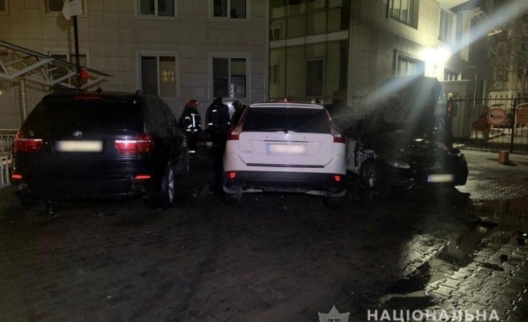 В Одессе сожгли авто экс-прокурора области и еще две машины