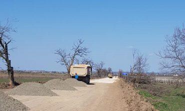 Между селами Измаильского и Болградского районов начали ремонтировать дорогу