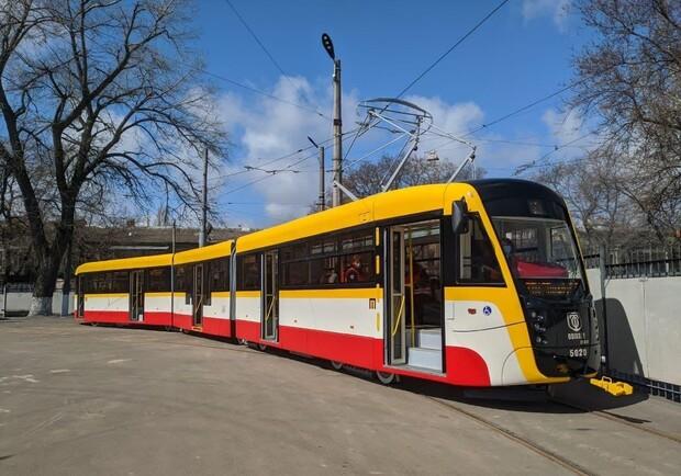 В Одессе запустили трамвай ХХL размера