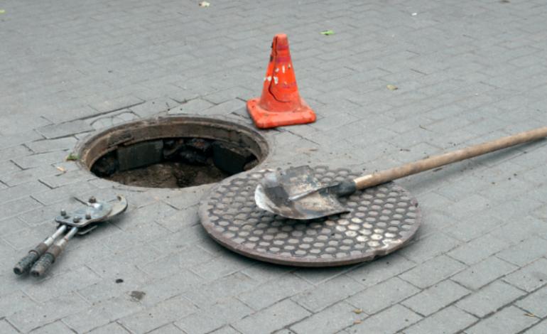 В Рени затягивается уголовное производство по факту падения пешехода в люк «Водоканала»