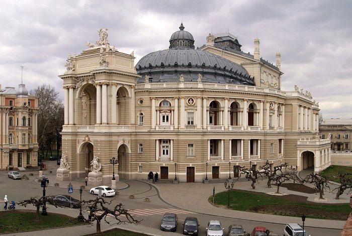 Одесский оперный театр проведет бесплатный концерт для всех медиков