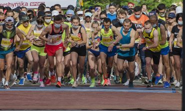 В Одессе стартовал полумарафон: бегуны на Дерибасовской и перекрытые улицы (ФОТО)