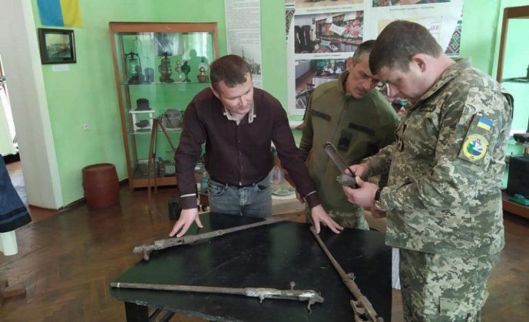 В Арцизском музее идентифицировать оружие помогли военные