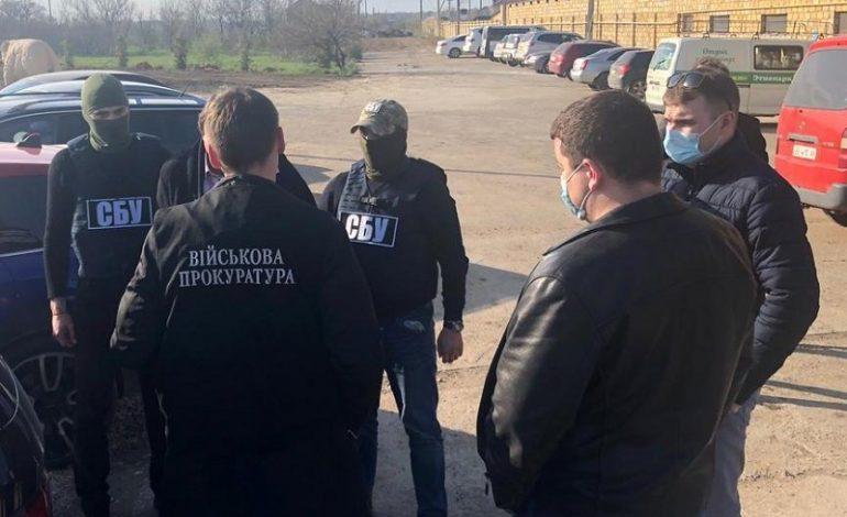 В Одессе задержали военного на взятке в 40 тысяч долларов