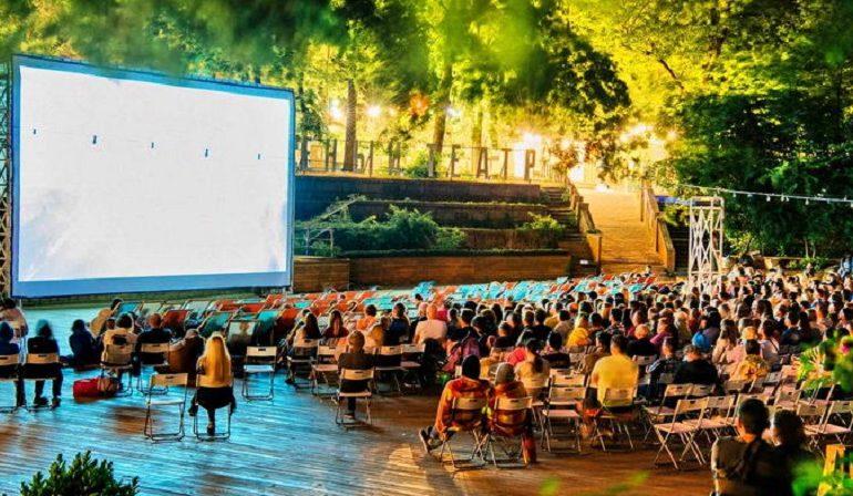 Зеленый театр в Одессе бьет рекорд: 100 фильмов за один вечер