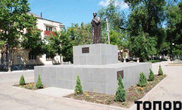 В Болграде взяли шефство над памятником Шевченко