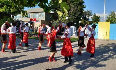 Народные гулянья и мастер классы: в Килии отпраздновали День конституции (фото)