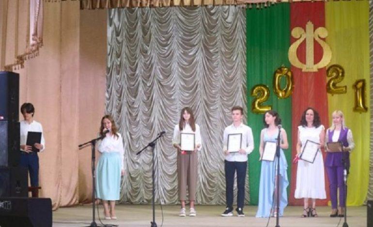 В Арцизской музыкальной школе прошел выпускной вечер